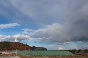虹の傘を差した釜石大観音