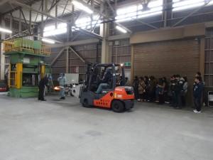 鍛造作業の見学(エイワ金属事業部の加工場)