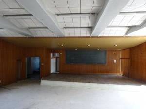 3階の音楽室(壇上にピアノがあった)